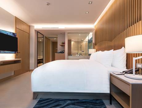 Deluxe Executive King Bed Mytt Beach Hotel Pattaya