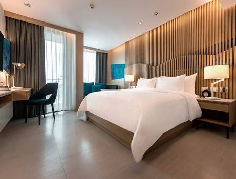Premier lux king bed. mytt beach hotel pattaya
